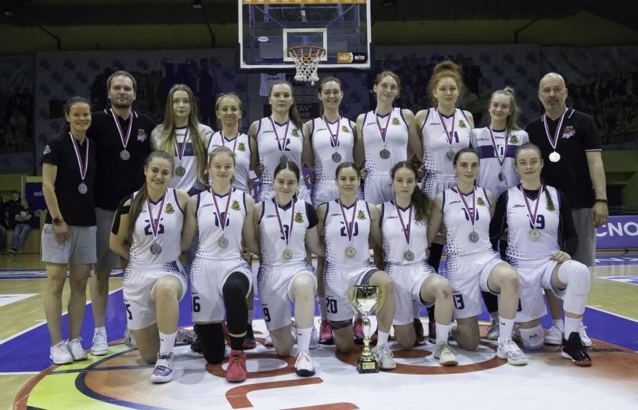 Striebro mladých basketbalistiek či bronzové medaily strelcov ŠCP