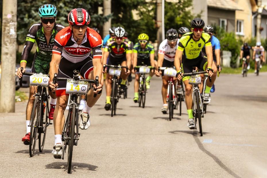 Policajti sa prezliekli do cyklistických dresov! Zlato získali Michal Procner a Eva Lehotská
